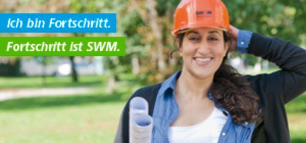 Frau mit Bauhelm und Bauplänen: Fortschritt ist SWM