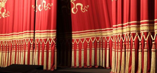 Vorhang der Bayerischen Staatsoper in München