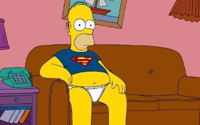 Homer Simpson auf der Couch.