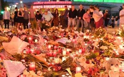 Lichtermeer vor dem OEZ: Gedenken an die Opfer des Amoklaufs