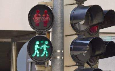 Toleranz-Ampeln zum CSD an der Ecke Müllerstraße/Fraunhoferstraße