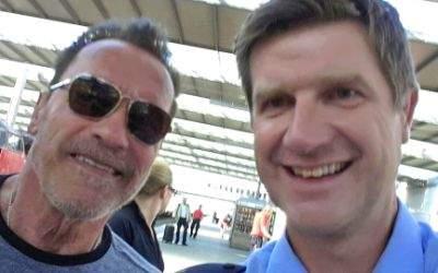 Das Polizei-Selfie mit Arnold Shcwarzenegger.
