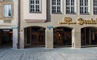 Weinstraße 1: Neubau und Erhalt der historischen Fassade