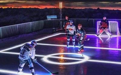 Die DEL-Profis des EHC Red Bull München spielen Eishockey auf der Zugspitze