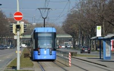 Trambahn der Linie 21 an der Haltestelle Goethe-Institut