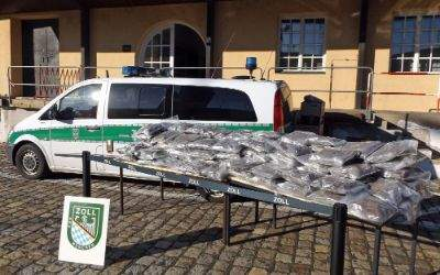 Das  Zollfahndungsamt München stellt 65 kg Marihuana sicher