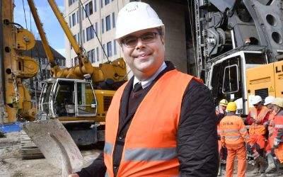 MVG-Chef Ingo Wortmann beim Spatenstich am Sendlinger Tor