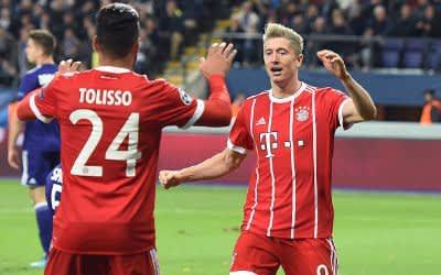 Lewandowski jubelt nach seinem Treffer mit Tolisso.