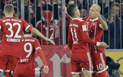Robben und James feiern den Führungstreffer.