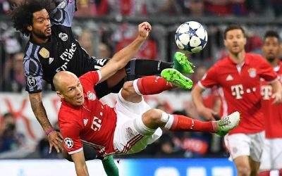 Arjen Robben und Reals Marcelo im Tiefflug.