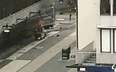 Ein LKW raste durch eine Stockholmer Einkaufsstraße