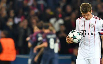Thomas Müller von Bayern geht nach dem Tor zum 2:0 über den Platz.