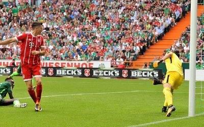 Da ist es passiert: Lewandowski trifft zum 1:0.