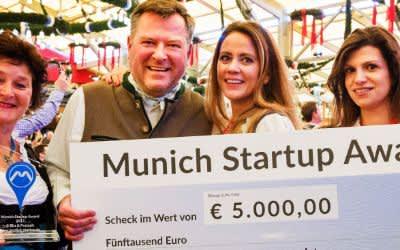 Bürgermeister Josef Schmid mit den Siegerinnen beim Munich Startup Award 2017