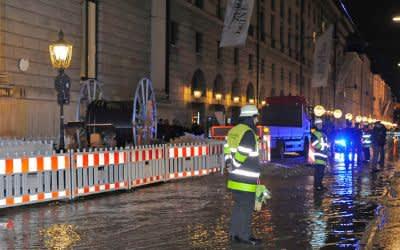 Wasserrohrbruch vor der Oper in München