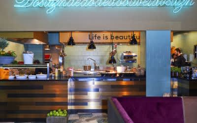 Küche im Restaurant Neni
