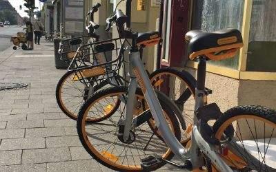 Gelbe Fahrräder von oBike in der Fraunhoferstraße