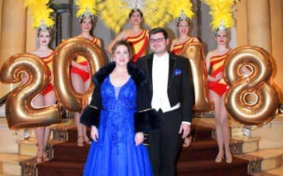 Das Faschingsprinzenpaar 2018 Sebastian I. und Janina I. stößt an auf den Jahreswechsel