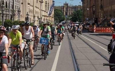 Münchner beim Fahrrad fahren