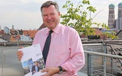 Bürgermeister Josef Schmid den Jahreswirtschaftsbericht 2017 vor