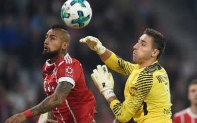 Bayern München gegen VfL Wolfsburg: Arturo Vidal (links) und Wolfsburgs Keeper Koen Casteels