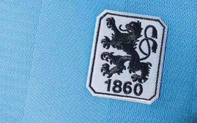 Trikot des TSV 1860 München mit Löwen-Wappen in der Regionalliga-Saison 2017/18