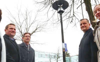 SWM präsentieren Leuchten aus nachwachsendem Rohstoff in Moosburg