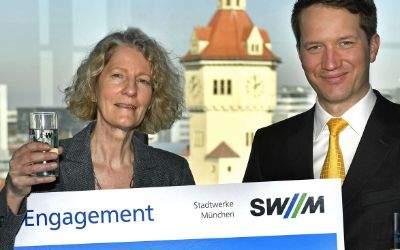 SWM mit Spendenscheck