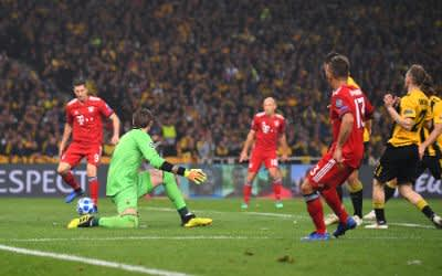 Bayerns Robert Lewandowski trifft zum 2:0.