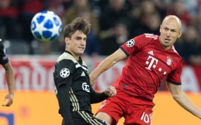vl. Amin Younes (Ajax) und Arjen Robben (FCB) - UEFA Champions League: FC Bayern Muenchen - Ajax Amsterdam, 02.10.2018