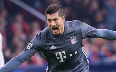 Lewandowski von München jubelt über sein Tor zum 2:2.
