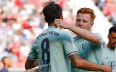 Javier Martinez (l) vom FC Bayern München jubelt nach seinem Tor zum 1:1 .