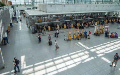 Passagiere am Flughafen München