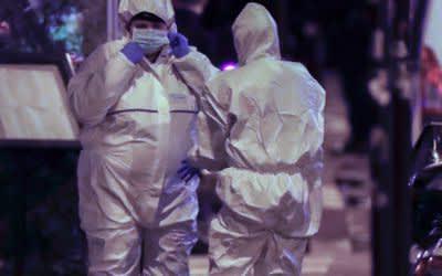 Ermittlungen der Französichen Polizei vor Ort, nachdem ein mit einem Messer bewaffneter Angreifer am Abend des 12.5.2018 in Paris einen Menschen getötet und mehrere weitere verletzt hat