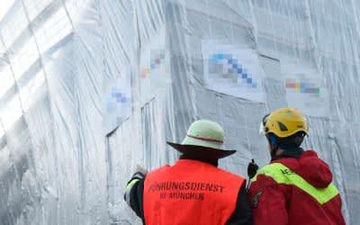 Oskar-von-Miller-Ring: Feuerwehr sichert Fassadengerüst