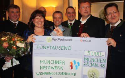 Jahresessen der Innenstadtwirte: Spendenscheck an Petra Reiter