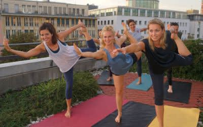 Yoga auf dem Dach des Kommunalreferats