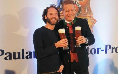 Maxi Schafroth mit Andreas Steinfatt bei der Pressekonferenz zum Nockherberg