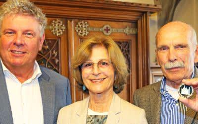OB Dieter Reiter verleiht die Medaille München leuchtet in Gold an Petra Lejeune-Grub und Hermann Grub