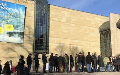 Warteschlang vor der Neuen Pinakothek