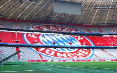 Die Allianz Arena mit dem Logo des FC Bayern München nach dem Umbau 2018