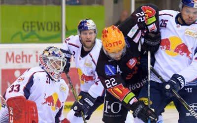 Spielszene im Spiel des EHC gegen Bremerhaven.