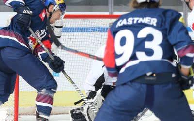 Spielszene im Spiel des EHC gegen die Malmö Redhawks.