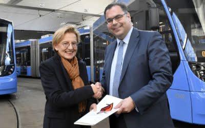 Regierungspräsidentin Maria Els und MVG-Chef Ingo Wortmann