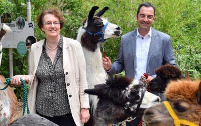 Bürgermeisterin und Hellabrunn-Aufsichtsratsvorsitzende Christine Strobl und Tierpark-Direktor Rasem Baban im Tierpark Hellabrunn