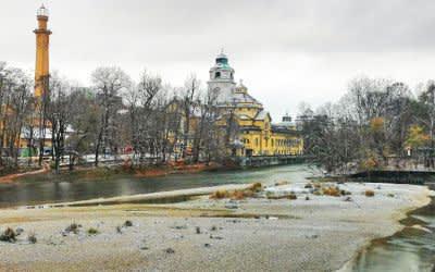Schnee im November: Isarauen