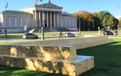 Sitzstufen des Projekts Glyptotheke vor der Glyptothek am Königsplatz