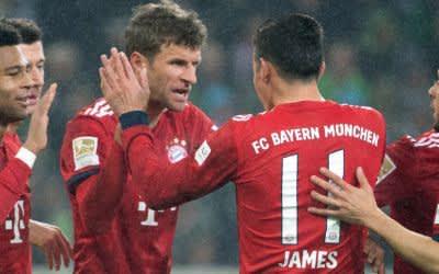 Die Bayern feiern das 2:0 von Thomas Müller.