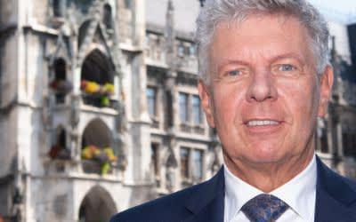 Dieter Reiter (SPD), Oberbürgermeister der Stadt München, steht auf dem Marienplatz vor dem Rathaus