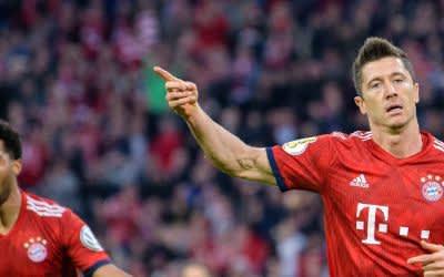 Torjäger Robert Lewandowski (r) rettete den FC Bayern München.